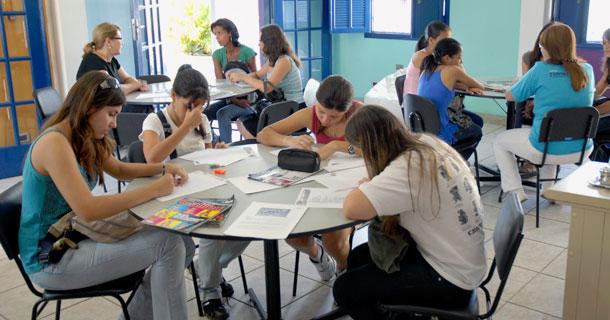 Vestibulandos participam da Oficina de Redação do SAV-UNITAU. Foto de Fábio França - UNITAU