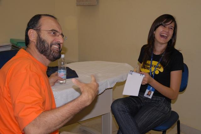 O Prof. Pachecão em entrevista ao blog do SAV, concedida à reporter Rafaella Teixeira, do 4º ano de Jornalismo da UNITAU - crédito da foto - Thiago Gustavo - UNITAU