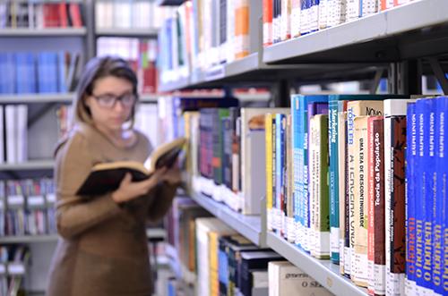 Biblioteca - Leonardo Oliveira