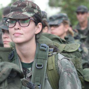 Ex-aluna formada em Enfermagem atua no Exército Brasileiro